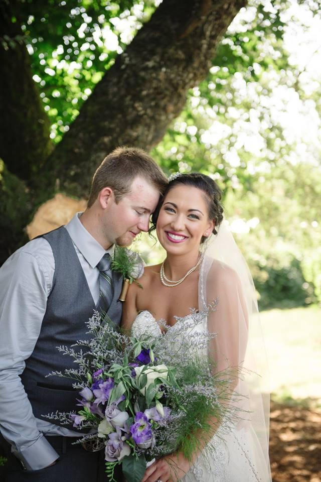 bride and groom wedidng vineyard chilliwack