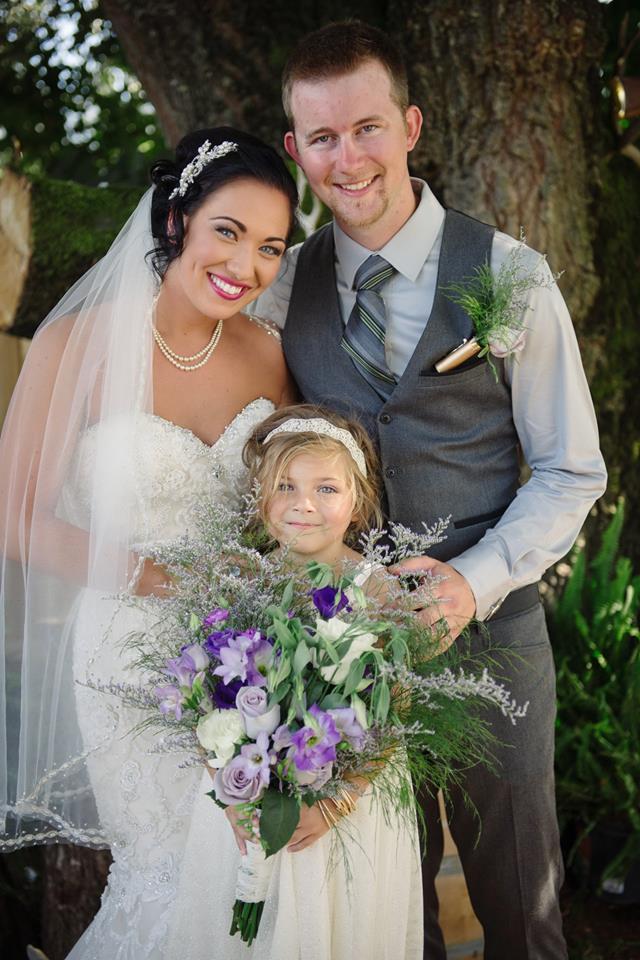 bride and groom willow creek vineyards